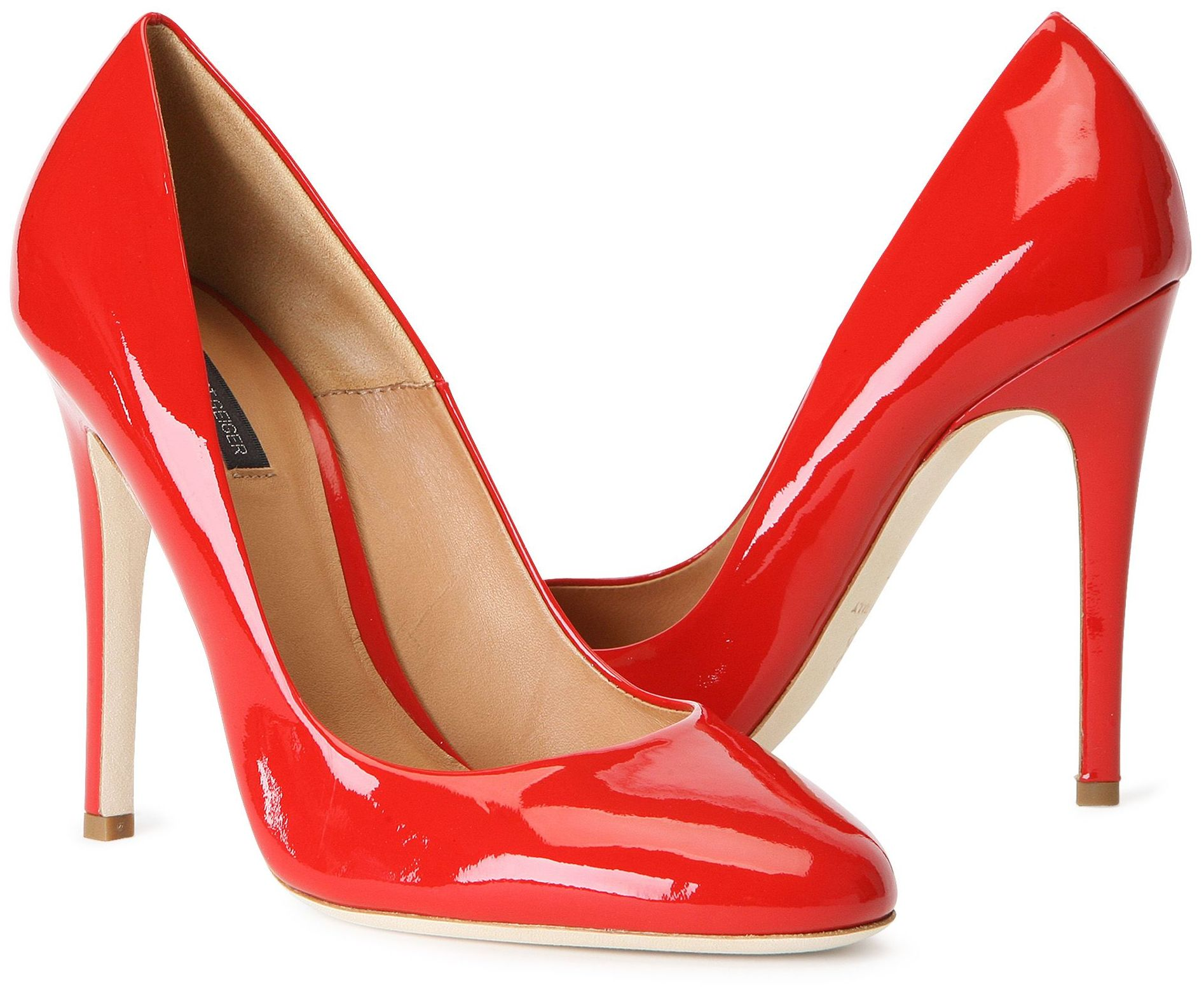 the high heel Comfortable heels can seem like a bit of an oxymoron—even the patroness saint of pumps, sarah jessica parker, admitted that no heel will last you for hours on end but has that ever stopped .
